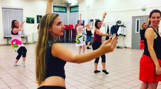 exemple de cours de danses polynésiennes avec l'association Heiporinetia Lille